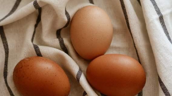Babcia kazała jej przyłożyć ugotowane jajko do oka. Jęczmień szybko zniknął
