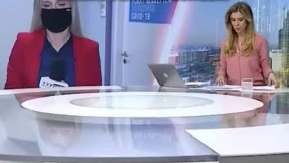 """Dziennikarka TVP Info nie wiedziała, że ma włączony mikrofon. """"Nie wiedziałam, czy on już gada, nie gada"""""""