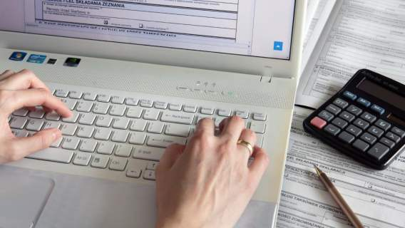 Urząd Skarbowy zachęca Polaków do korzystania z systemu online