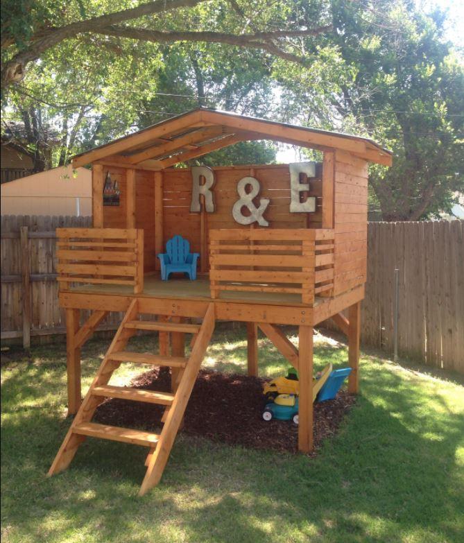 Mężczyzna zbudował domek do zabawy dla syna