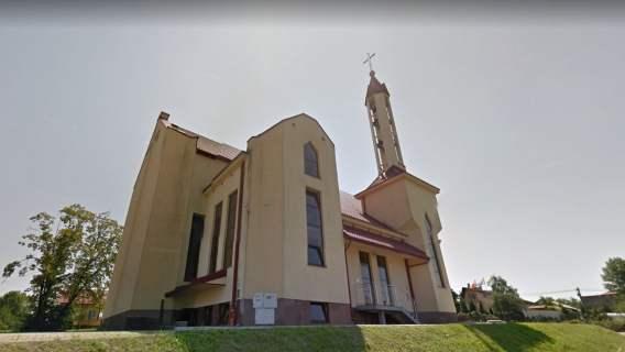 Ksiądz został pobity, gdy przyłapał dwóch mężczyzn demolujących kościół