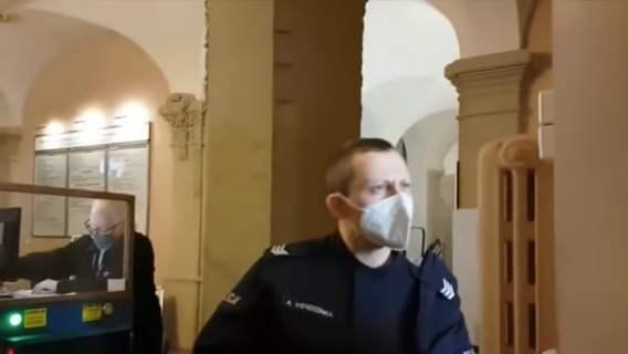 ksiądz wyzywał policjantów