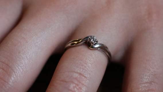 Klaudia otrzymała pierścionek zaręczynowy za 350 złotych. Wpadła w szał, bo był zbyt tani