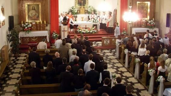 Skandal w kościele podczas pogrzebu. Ksiądz wyprosił kobietę, zdumiewający powód