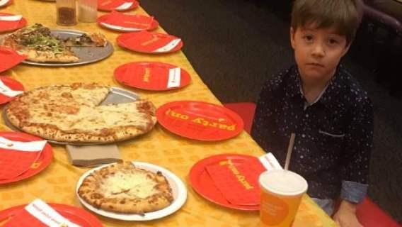 6-latek zaprosił na urodziny 32 kolegów, nikt nie przyszedł. Dopiero gdy mama nagłośniła sytuację, otrzymał wsparcie obcych ludzi