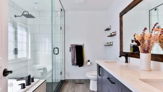 5 tricków, dzięki którym mała łazienka stanie się bardziej funkcjonalna